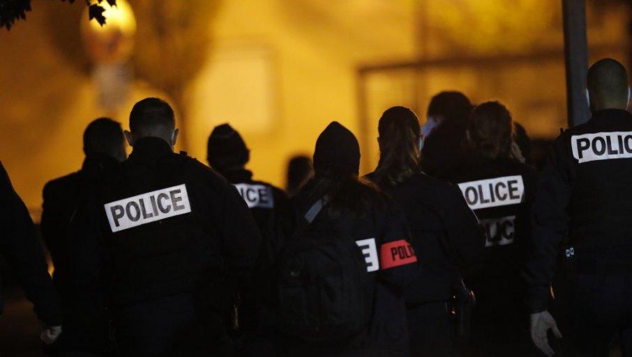 PRAVI RAT U FRANCUSKOJ: Grupa dilera linčovala policajca u predgrađu Pariza
