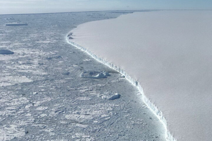 OTOPIO SE NAJVEĆI u dosadašnjoj istoriji poznati ledeni breg – 2,5 puta veći od Moskve