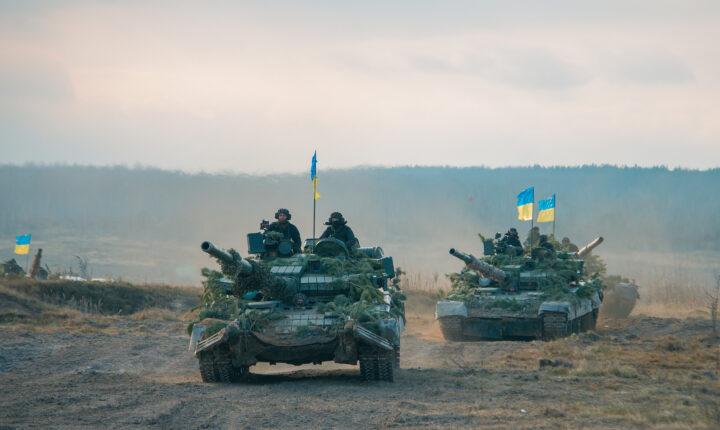 KIJEV GOMILA VOJNU TEHNIKU u naseljena mesta u Donbasu