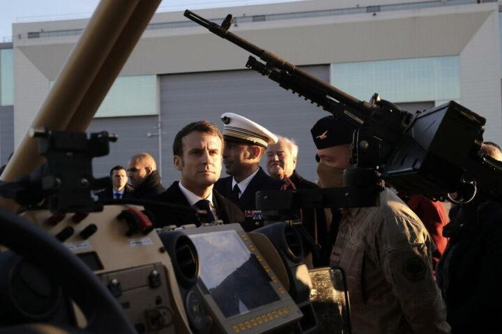 ФРАНЦУСКА СЕ СВЕ ВИШЕ ЉУЉА: Активни официри стали уз пензионисане генерале ПРОТИВ МАКРОНА