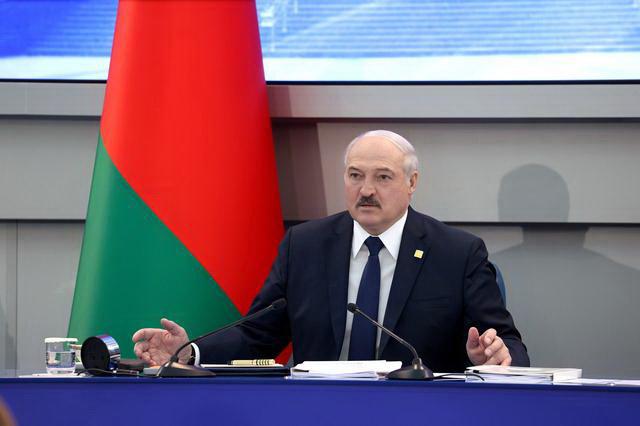 ЛУКАШЕНКО: Запад хоће да остави белоруски народ без пензија и плата