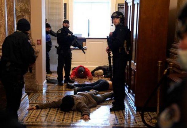 ŠTA SE TO DEŠAVA U AMERICI? Samoubistvo izvršio već četvrti policajac koji je od trampista branio Kongres SAD