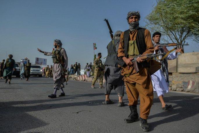 SNAŽNA OFANZIVA U AVGANISTANU: Talibani vode borbu za svaku zgradu, svako polje maka