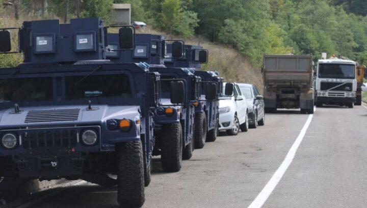 SRBIJA NE ODUSTAJE! Gomilaju se vozila specijalne policije na administrativnom prelazu!