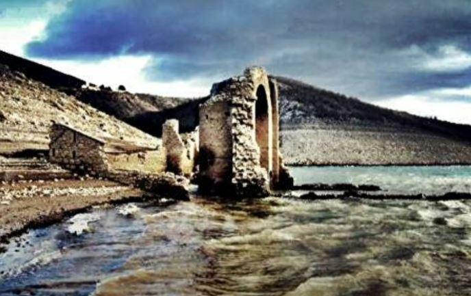 ŠOK I NEVERICA U HRVATSKOJ – SVI ZAĆUTALI! Presušilo jezero pa izronile zidine starog srpskog pravoslavnog manastira